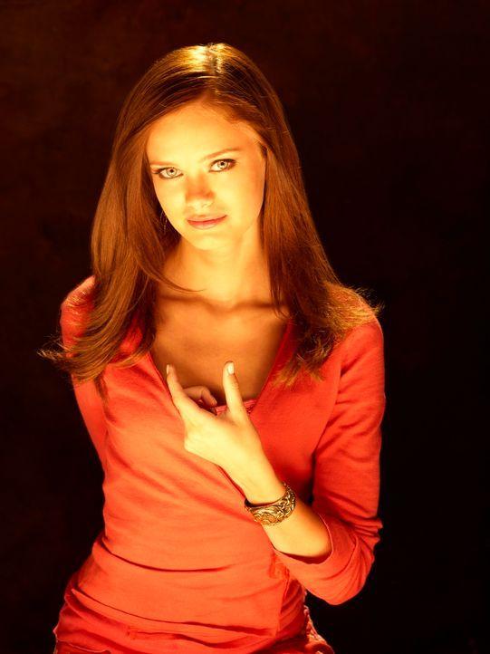 Gegen den Willen ihrer Mutter schreibt sich Marnie Piper (Sara Paxton) in das College in Halloweentown ein ... - Bildquelle: Disney - ABC - ESPN Television