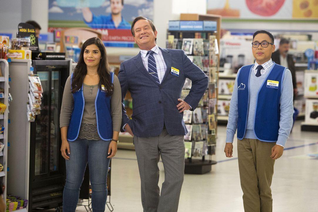 Glenn (Mark McKinney, M.) ist extrem aufgeregt. Amy (America Ferrera, l.) und Mateo (Nico Santos, r.) stehen ihm bei ... - Bildquelle: 2015 Universal Television LLC. ALL RIGHTS RESERVED. / Adam Rose