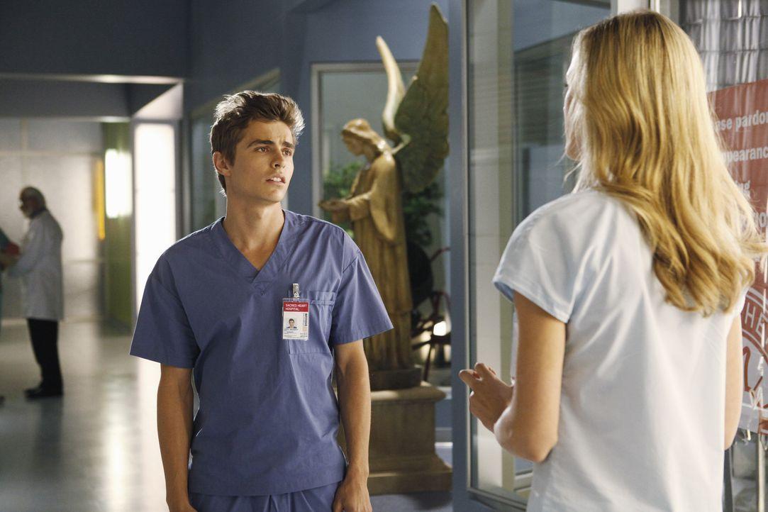 Sollen Gespräche mit sterbenden Patienten zu führen und sich dabei gegenseitig zu unterstützen. Doch werden sie dies meistern? Cole (Dave Franco,... - Bildquelle: Touchstone Television