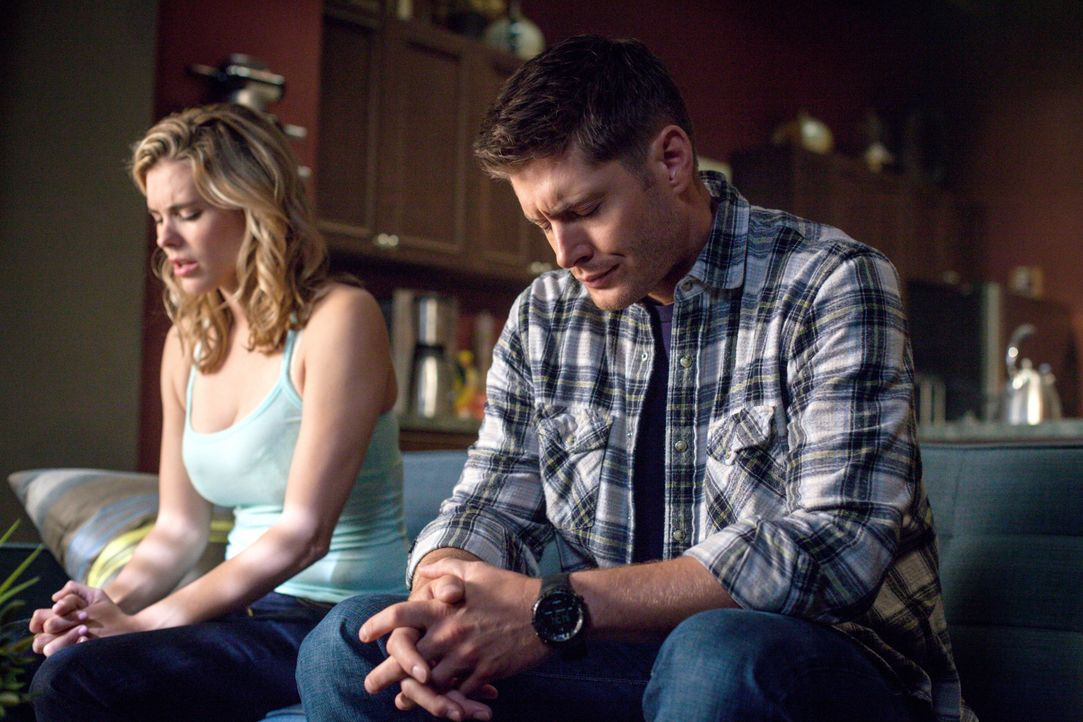 Wird es Suzy (Susie Abromeit, l.) gelingen, sogar aus Dean (Jensen Ackles, r.) eine Vorzeige-Jungfrau zu machen? - Bildquelle: 2013 Warner Brothers