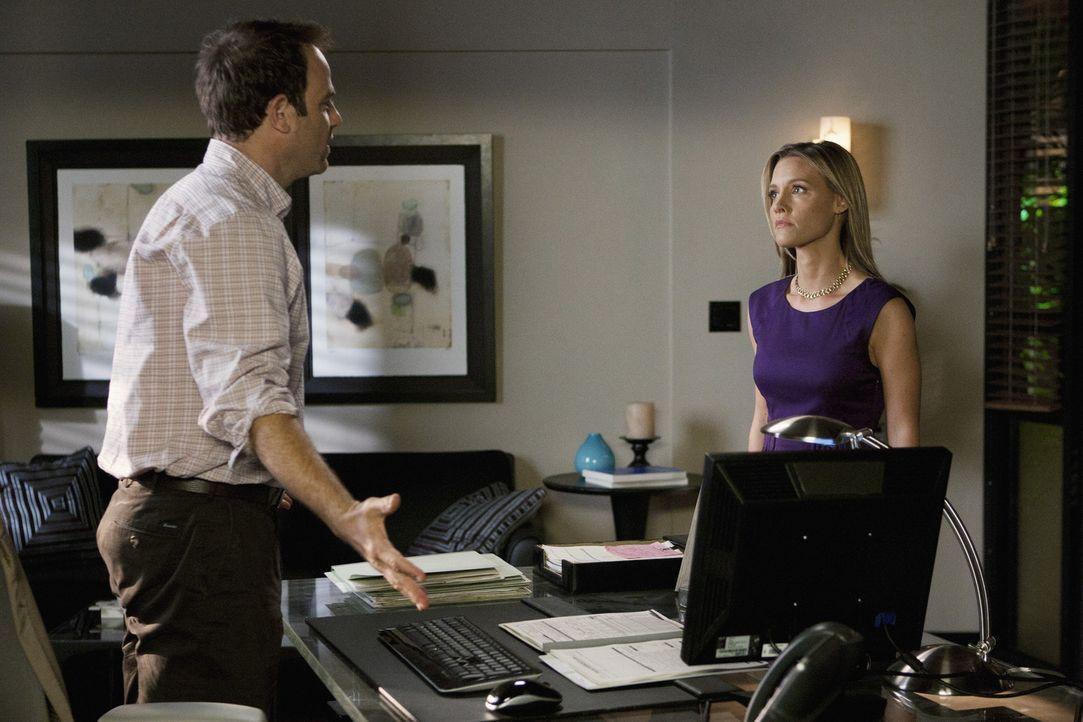 Während Addison anfangs dagegen ist, dass Jake Reilly der Nachfolger für Naomi wird, riskiert Cooper (Paul Adelstein, l.) Ärger mit seiner Frau C... - Bildquelle: ABC Studios
