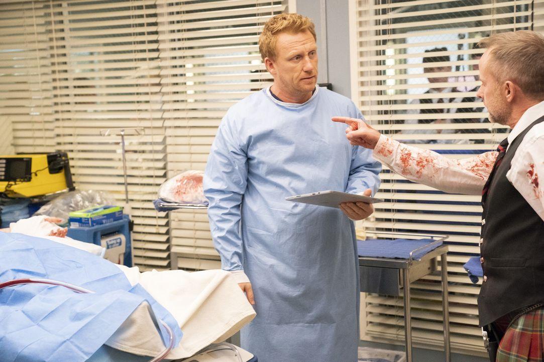 Dr. Owen Hunt (Kevin McKidd, l.); Seamus (Billy Boyd, r.) - Bildquelle: Mitch Haaseth ABC Studios