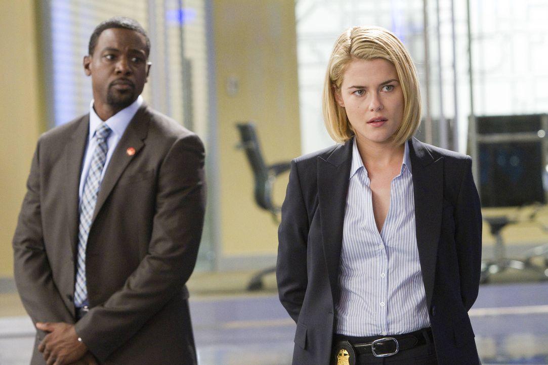 FBI-Agentin Susie Dunn (Rachael Taylor, r.) und Secret Service-Agent Marcus Finley (Lance Gross, l.) versuchen alles, um die Entführer zu finden. Do... - Bildquelle: 2013-2014 NBC Universal Media, LLC. All rights reserved.