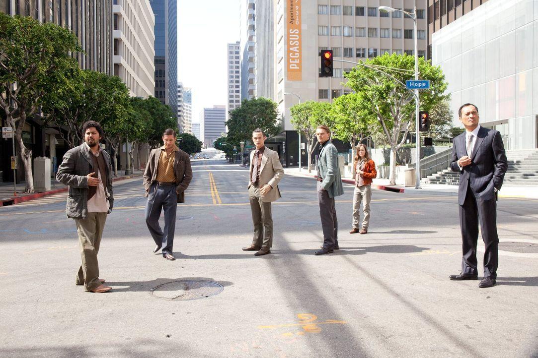 Müssen mehrere Traumebenen überwinden, dort gegen Privatarmeen kämpfen, die eigenen Erinnerungen verdrängen und sich im Gedankenlabyrinth zurechtfin... - Bildquelle: 2010 Warner Bros.