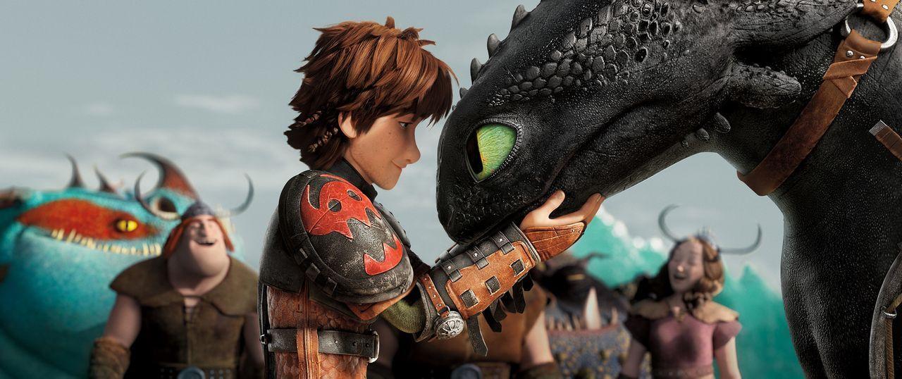 Hicks (l.) und sein Drache Ohnezahn (r.) müssen sich einer neuen Bedrohung stellen, denn ein Wikinger namens Drago Blutfaust hat eine Drachenarmee a... - Bildquelle: 2014 DreamWorks Animation, L.L.C.  All rights reserved.
