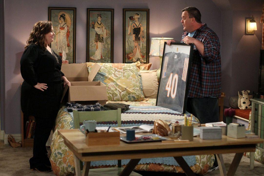 Haben beschlossen, gemeinsam in Mollys Wohnung zu wohnen: Molly (Melissa McCarthy, l.) und Mike (Billy Gardell, r.) ... - Bildquelle: Warner Brothers