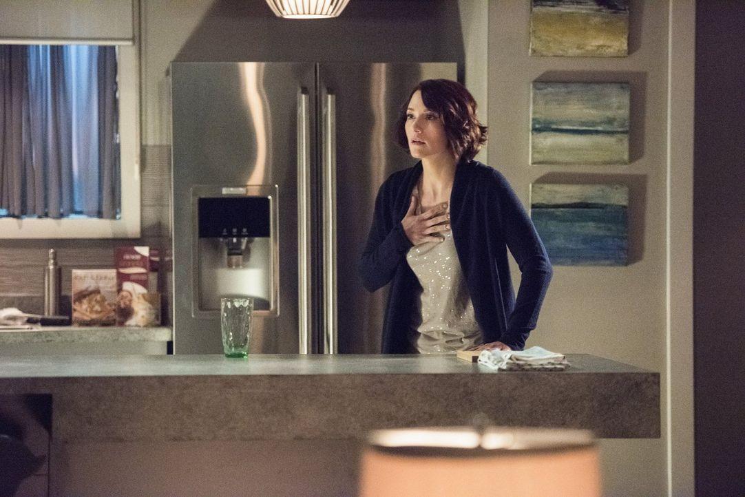 Sitzt zwischen den Stühlen: Alex (Chyler Leigh) muss sich zwischen ihrem Vater und dem DEO entscheiden ... - Bildquelle: 2016 Warner Brothers