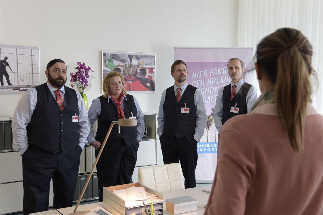 (v.l.n.r.) Ertu Karahanci (Kailas Mahadevan); Ingrid (Petra Kleinert); Jan Rothe (Klaas Heufer-Umlauf); Harald (Jan Georg Schütte) - Bildquelle: Christiane Pausch ProSieben / Christiane Pausch
