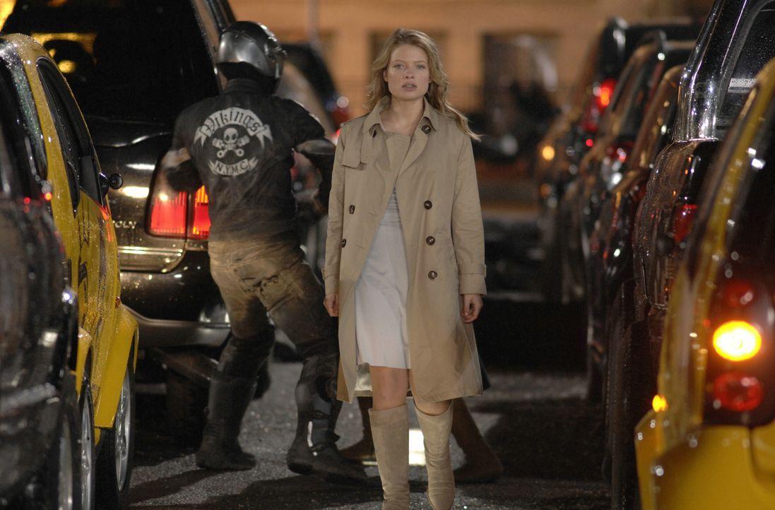 Wer ist die geheimnisvolle Aurora (Mélanie Thierry) wirklich? - Bildquelle: 2008 BABYLON A.D SAS / BABYLON FILMS LIMITED / STUDIOCANAL / M6 FILMS