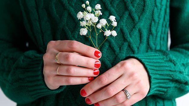 Wir zeigen euch die schönsten Designs für kurze Fingernägel und geben euch Ti...