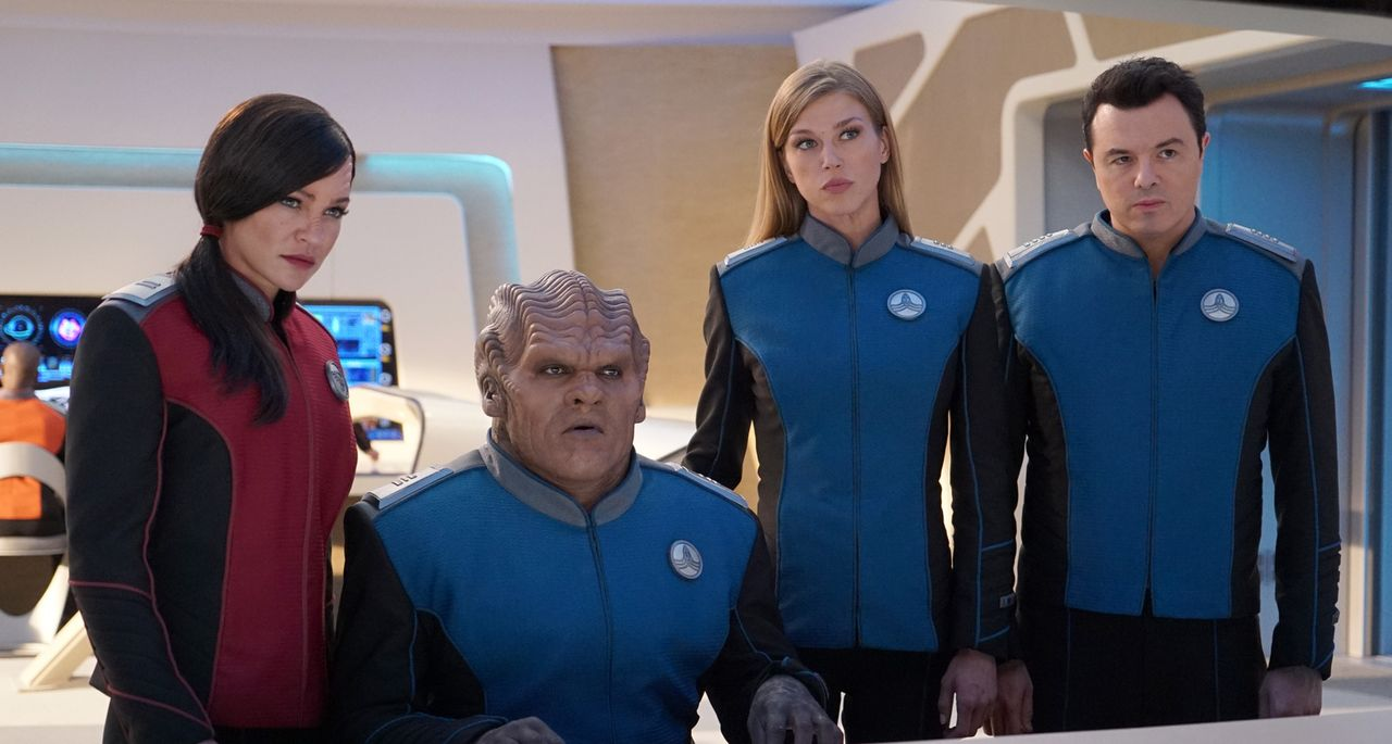 (v.l.n.r.) Lieutenant Talla Kayali (Jessica Szohr); Lieutenant Commander Bortus (Peter Macon); Commander Kelly Grayson (Adrianne Palicki); Captain E... - Bildquelle: Kevin Estrada 2019 Twentieth Century Fox Film Corporation.  All rights reserved.