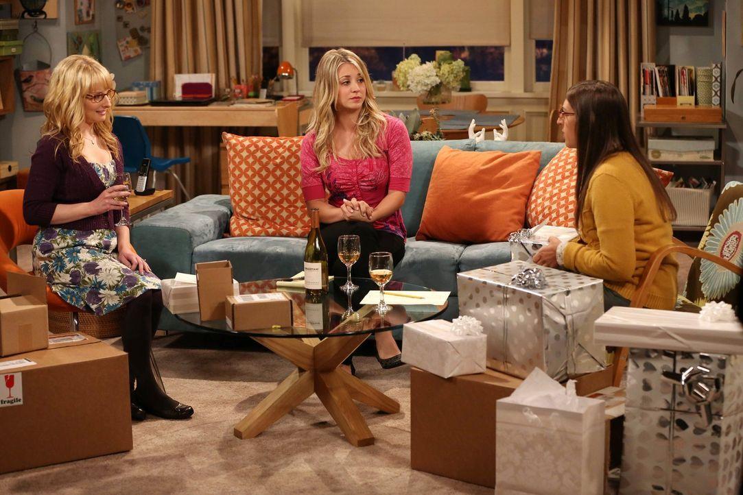 Bei einem Frauenabend von Bernadette (Melissa Rauch, l.), Amy (Mayim Bialik, r.) und Penny (Kaley Cuoco, M.) stellt sich heraus, dass Penny darüber... - Bildquelle: Warner Bros. Television