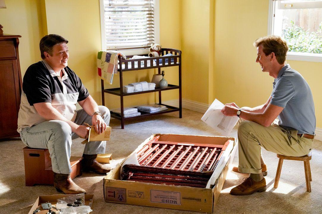 George Cooper sen. (Lance Barber, l.); Pastor Jeff (Matt Hobby) - Bildquelle: 2020 Warner Bros. Entertainment Inc. All Rights Reserved