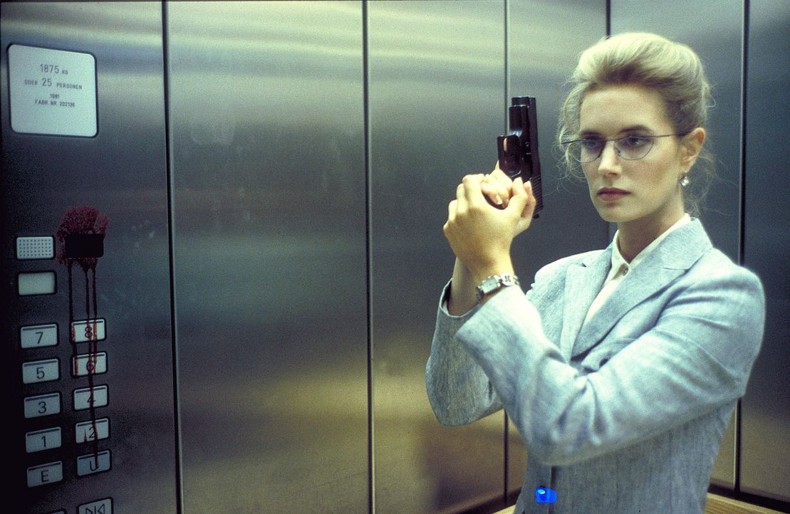 Als die energische Soko-Leiterin Dr. Sophie Steeger (Dorothea Schenck) zum finalen Schlag ausholen möchte, erwartet sie eine lebensgefährliche Üb... - Bildquelle: ProSieben