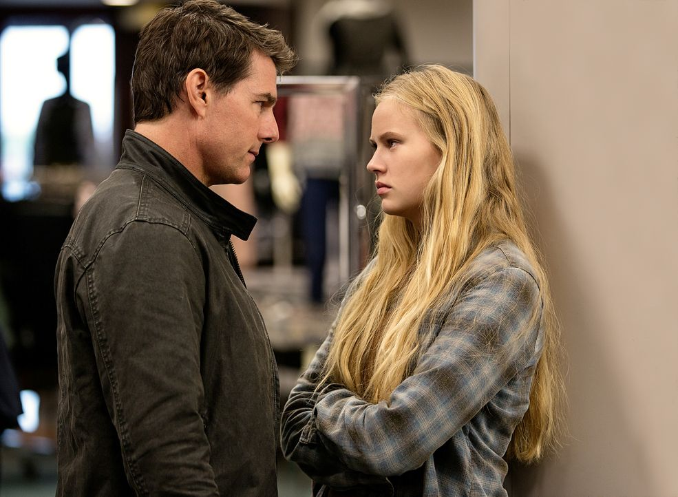 Verbindet Jack Reacher (Tom Cruise, l.) und Samantha (Danika Yarosh, r.) mehr als sie zunächst ahnen? - Bildquelle: Chiabella James 2016 PARAMOUNT PICTURES.  ALL RIGHTS RESERVED. / Chiabella James