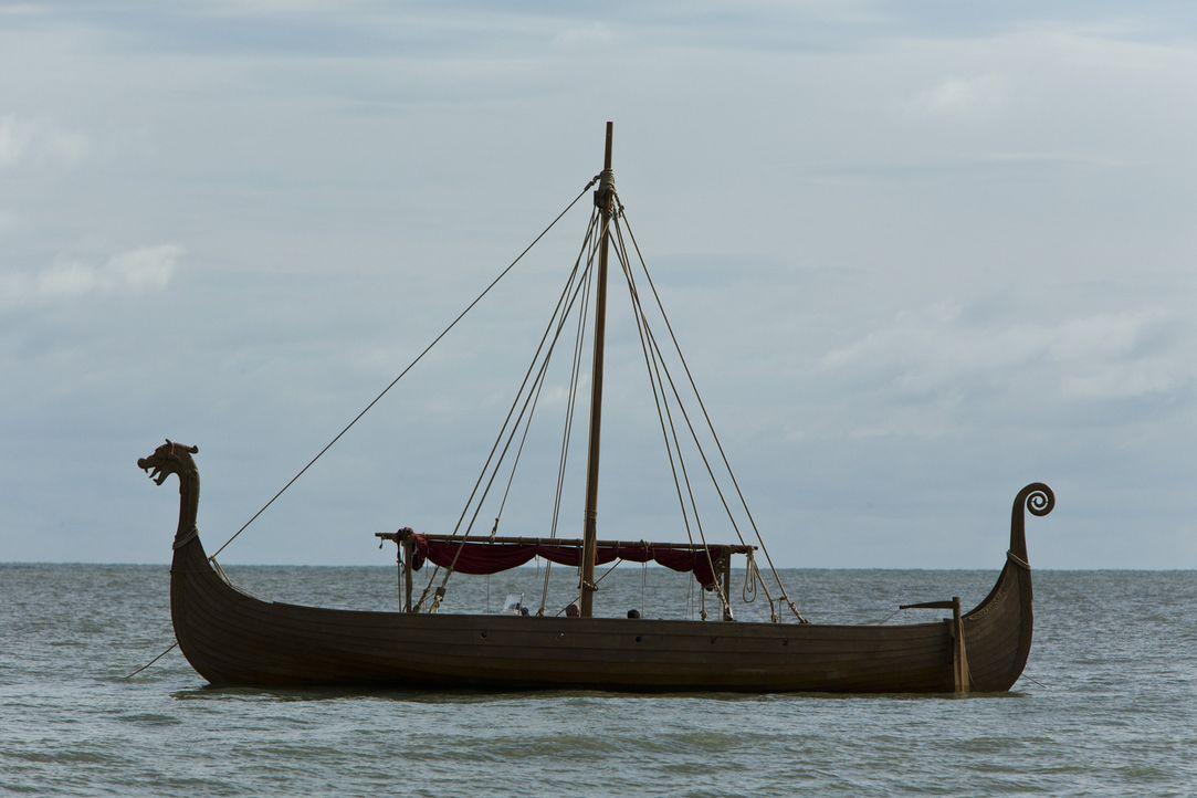 Ragnars Wikingerschiff kann die offenen Meere, aber auch die seichtesten Flüsse besegeln. Ein Novum im Schiffsbau ... - Bildquelle: 2013 TM TELEVISION PRODUCTIONS LIMITED/T5 VIKINGS PRODUCTIONS INC. ALL RIGHTS RESERVED.