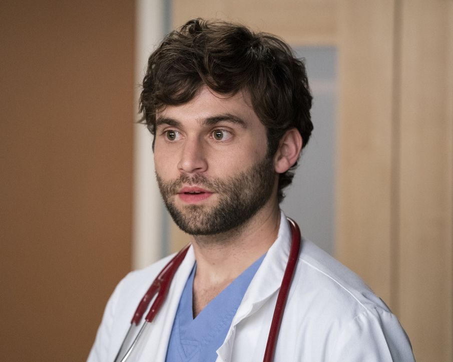 Dr. Levi Schmitt (Jake Borelli) - Bildquelle: Mitch Haaseth ABC Studios