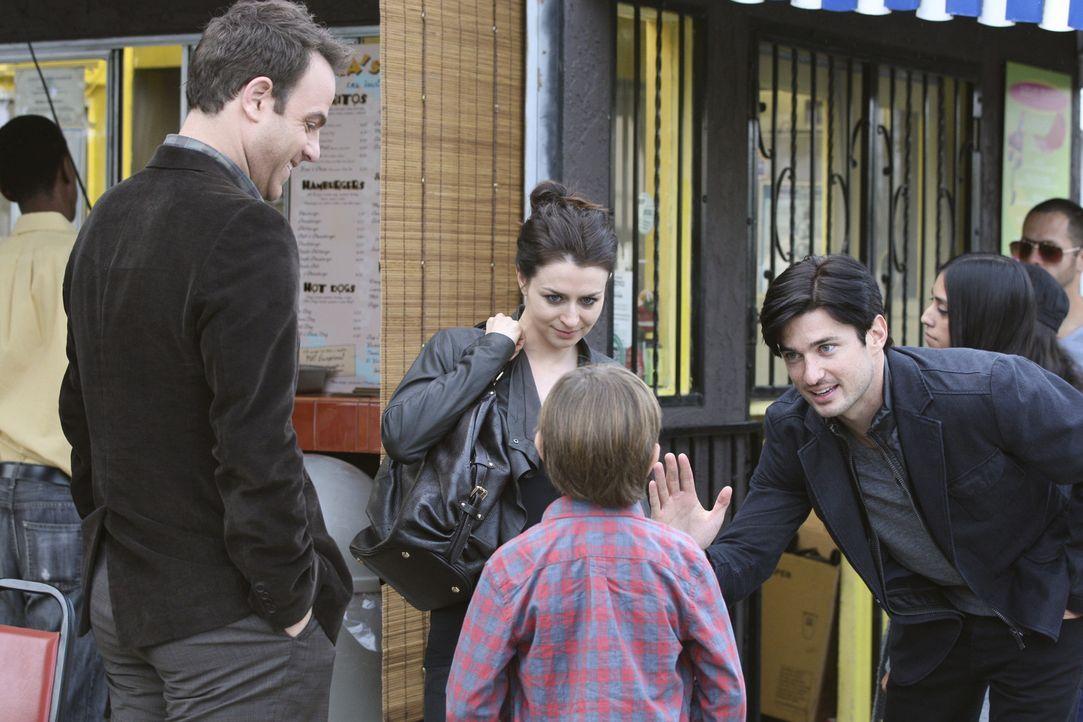 Während sich Cooper (Paul Adelstein, l.) und sein Sohn Mason (Griffin Gluck, 2.v.r.) immer besser verstehen, gerät Amelias (Caterina Scorsone, 2.v... - Bildquelle: ABC Studios