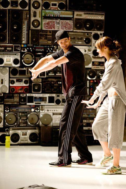 """Damit Lukes (Rick Malambri, l.) """"Piraten"""" die World Jam gewinnen können, brauchen sie talentierten Nachwuchs, und so macht sich der Streetdancer in... - Bildquelle: Constantin Film"""