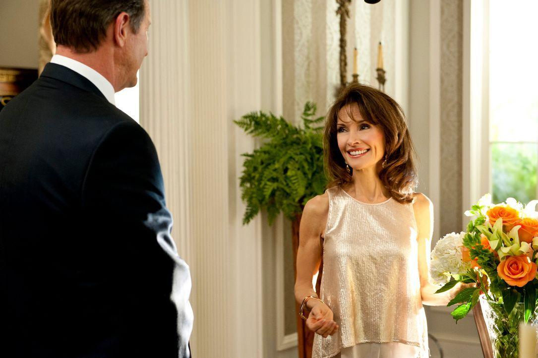 Muss von Michael (Brett Cullen, l.) erfahren, dass ihr ganzes Geld weg ist: Genevieve (Susan Lucci, r.) ... - Bildquelle: ABC Studios