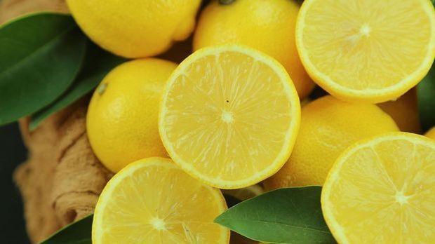 Zitronen als Feuchtigkeitsspender für deine Gesichtsmaske