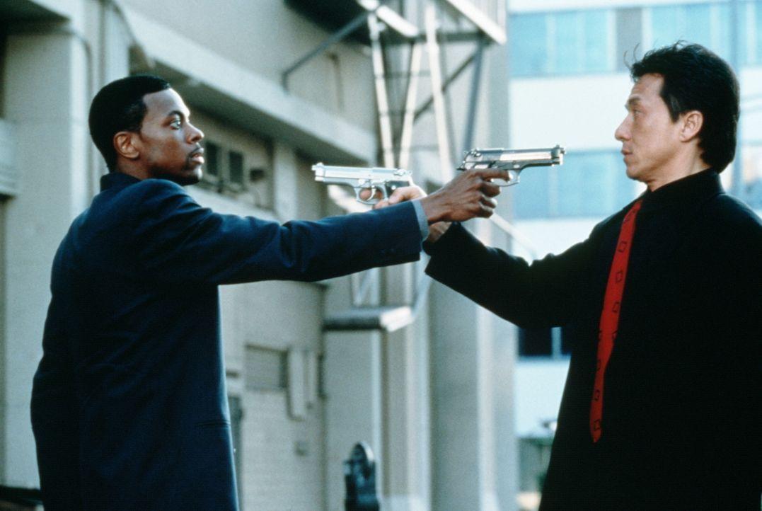 Ein chaotisches Dream-Team: Lee (Jackie Chan, r.) und Carter (Chris Tucker, l.) ... - Bildquelle: New Line Cinema