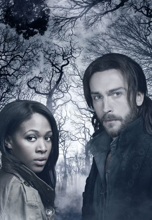 (1. Staffel) - Ichabod Crane (Tom Mison, r.) und der kopflose Reiter erwachen in der amerikanischen Stadt Sleepy Hollow in der Gegenwart - 250 Jahre... - Bildquelle: 2013 Twentieth Century Fox Film Corporation. All rights reserved.