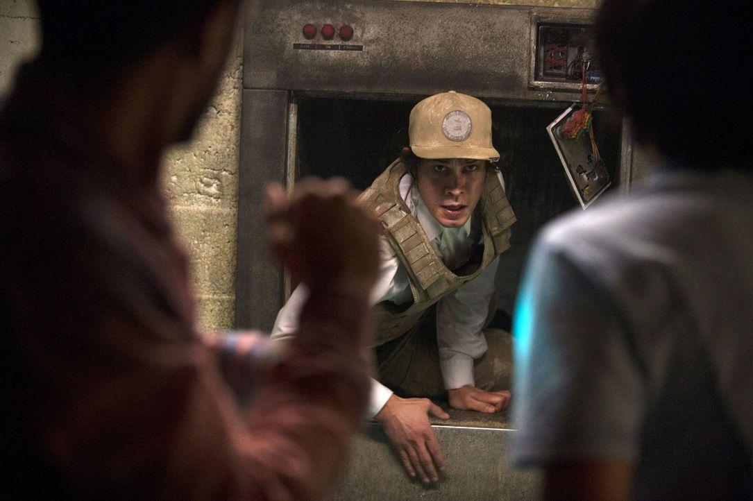 Kann Bellamy (Bob Morley) seine Freunde retten? - Bildquelle: 2014 Warner Brothers