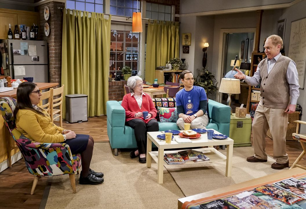 (v.l.n.r.) Amy (Mayim Bialik); Mrs. Fowler (Kathy Bates); Sheldon (Jim Parsons); Larry Fowler (Teller) - Bildquelle: Sonja Flemming 2018 CBS Broadcasting, Inc. All Rights Reserved/Sonja Flemming