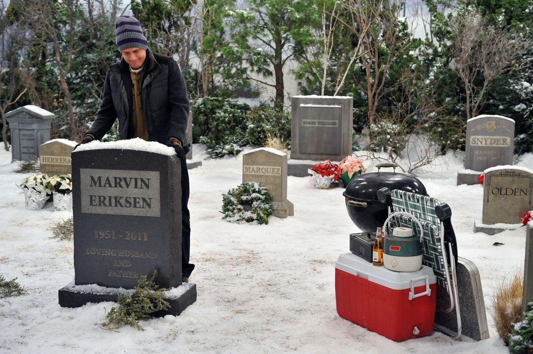 Nachdem die Freunde Silvester gefeiert haben, macht Marshall (Jason Segel) sich auf den Weg zum Grab seines Vaters, um die Tradition des Picknicks f... - Bildquelle: 20th Century Fox International Television