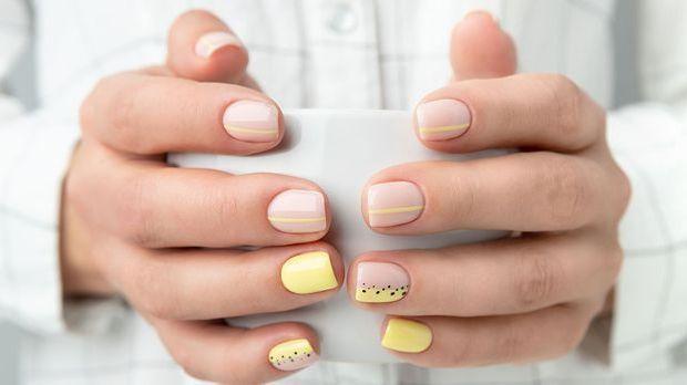 Grapich Nail Design - Nagellacktrend für Wassermann-Geborene