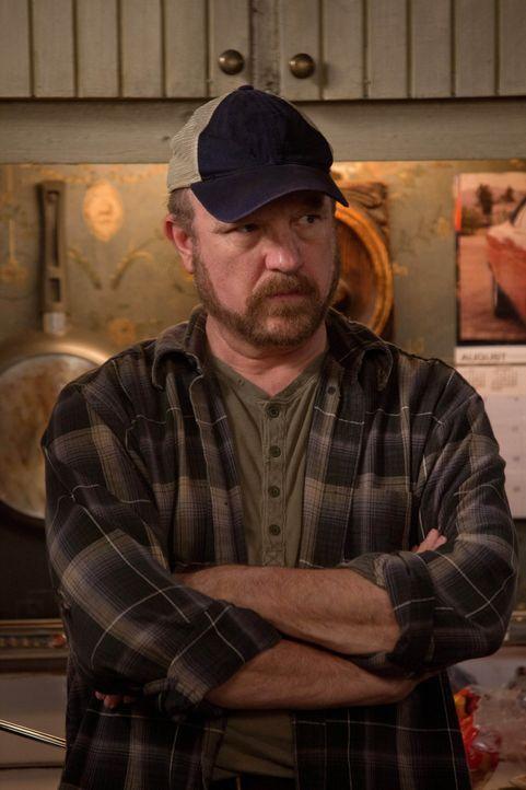 Auch, wenn Bobby (Jim Beaver) weiß, dass es nicht der wahre Sam war, der ihn töten wollte, fällt es ihm schwer Sam zu vertrauen ... - Bildquelle: Warner Bros. Television