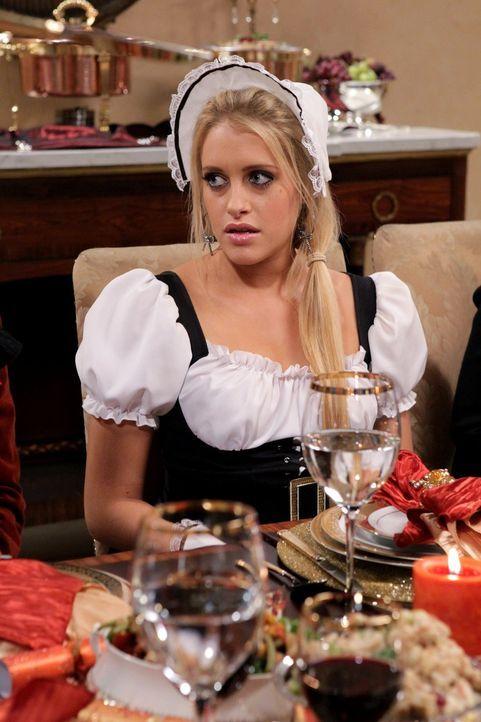 Ist vom Thanksgivings-Essen nicht sehr begeistert: Dalia (Carly Chaikin) ... - Bildquelle: Warner Bros. Television