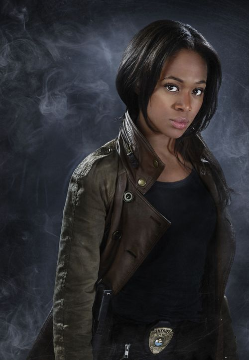 (1. Staffel) - Gemeinsam mit Ichabod Crane versucht, Lieutanant Abbie Mills (Nicole Beharie) die Geheimnisse von Sleepy Hollow zu lüften ... - Bildquelle: 2013 Twentieth Century Fox Film Corporation. All rights reserved.