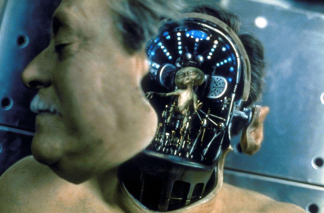 Die Aliens tarnen sich, indem sie in die Körper verstorbener Menschen schlüpfen ... - Bildquelle: Columbia TriStar