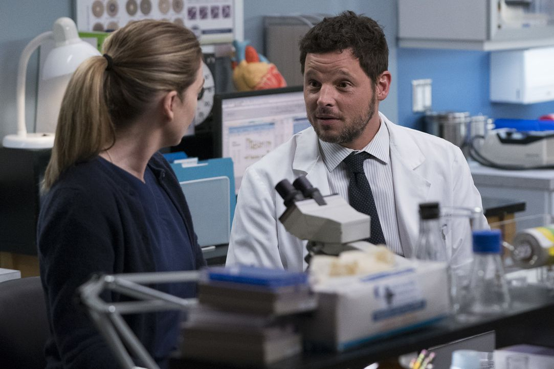 Dr. Meredith Grey (Ellen Pompeo, l.); Dr. Alex Karev (Justin Chambers, r.) - Bildquelle: Eric McCandless ABC Studios