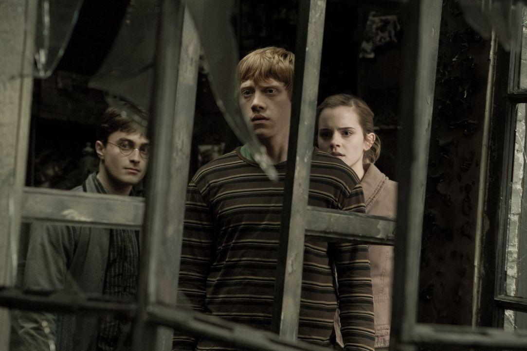 Lord Voldemorts Faust schließt sich immer enger um die Welt der Muggels und der Zauberer - sogar in Hogwarts ist man nicht mehr so sicher wie früh... - Bildquelle: Warner Brothers