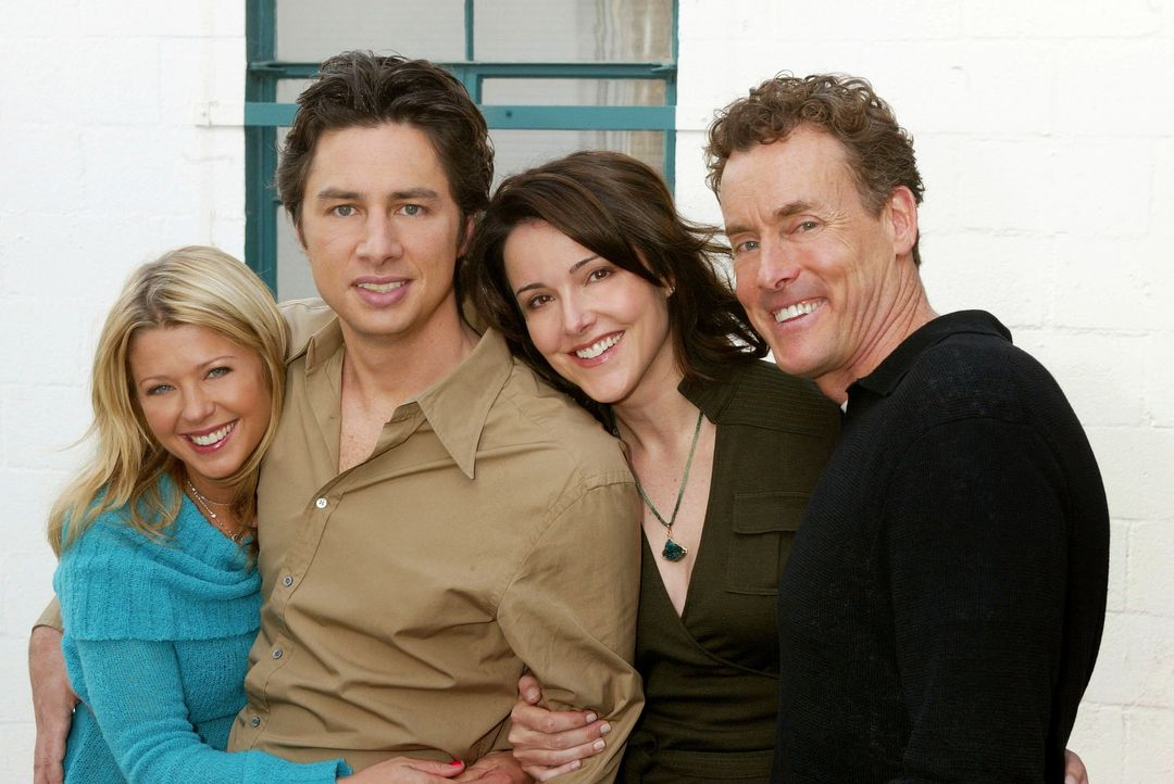Dreamteam?: J.D. (Zach Braff, 2.v.l.), Danni (Tara Reid, l.), Dr. Cox (John C. McGinley, r.) und  Jordan (Christa Miller Lawrence, 2.v.r.) ... - Bildquelle: Touchstone Television