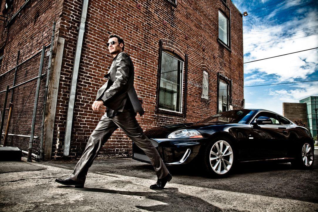 Der schlitzohrige Gauner Neal Bannen (Mark Gantt) hat momentan ziemlich viel Stress mit der Mafia, der Polizei und seiner Vorliebe für schöne Frauen... - Bildquelle: 2009, 2010 Colton Productions, Inc. All Rights Reserved. Asset