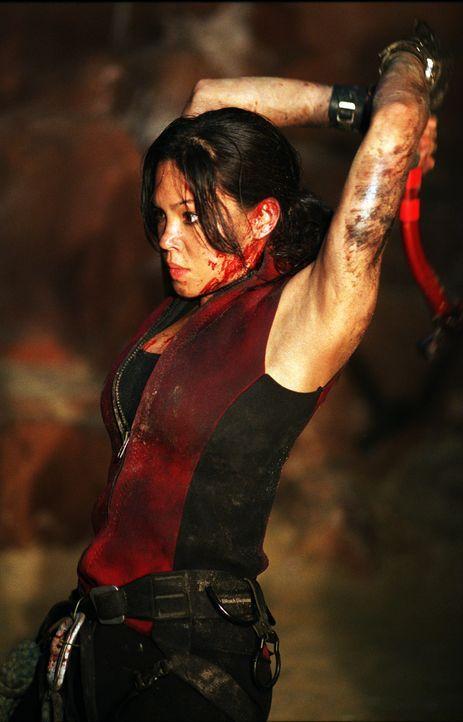 Im Kampf gegen mysteriöse Höhlenmenschen: Juno (Natalie Mendoza) ... - Bildquelle: Square One Entertainment
