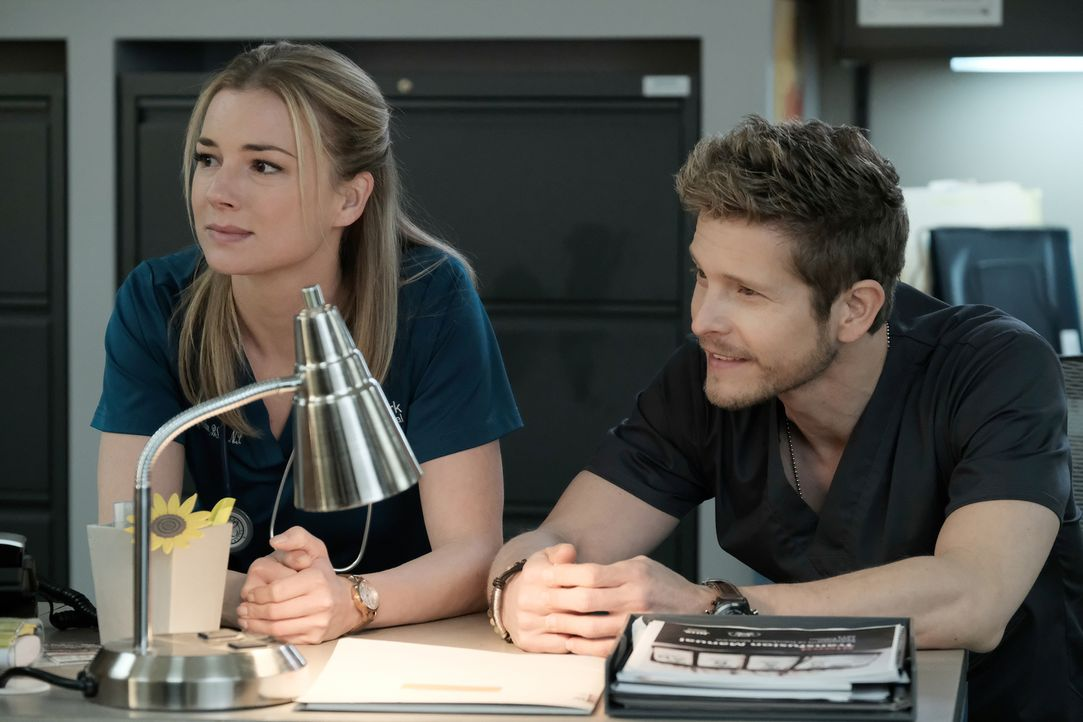 Wird sich der Verdacht von Nic (Emily VanCamp, l.) und Conrad (Matt Czuchry, r.) bestätigen? - Bildquelle: Guy D'Alema 2018 Fox and its related entities.  All rights reserved./ Guy D'Alema