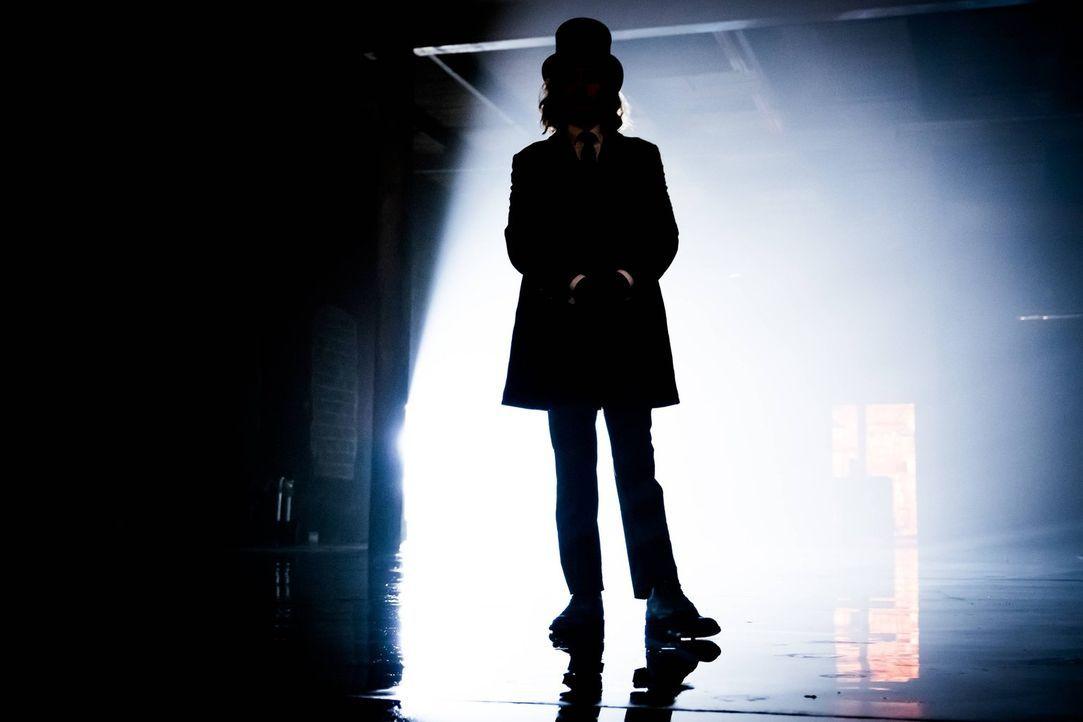 Mit ihm ist nicht zu spaßen: Hypnotiseur Jervis (Benedict Samuel) ... - Bildquelle: Warner Brothers