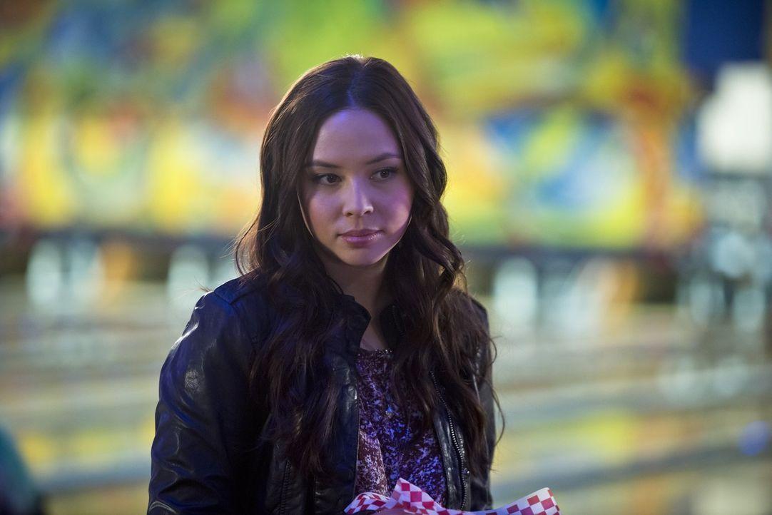Nach und nach wird Linda (Malese Jow) bewusst, dass ihr die besondere Verbindung zwischen Iris und Barry ganz und gar nicht gefällt ... - Bildquelle: Warner Brothers.