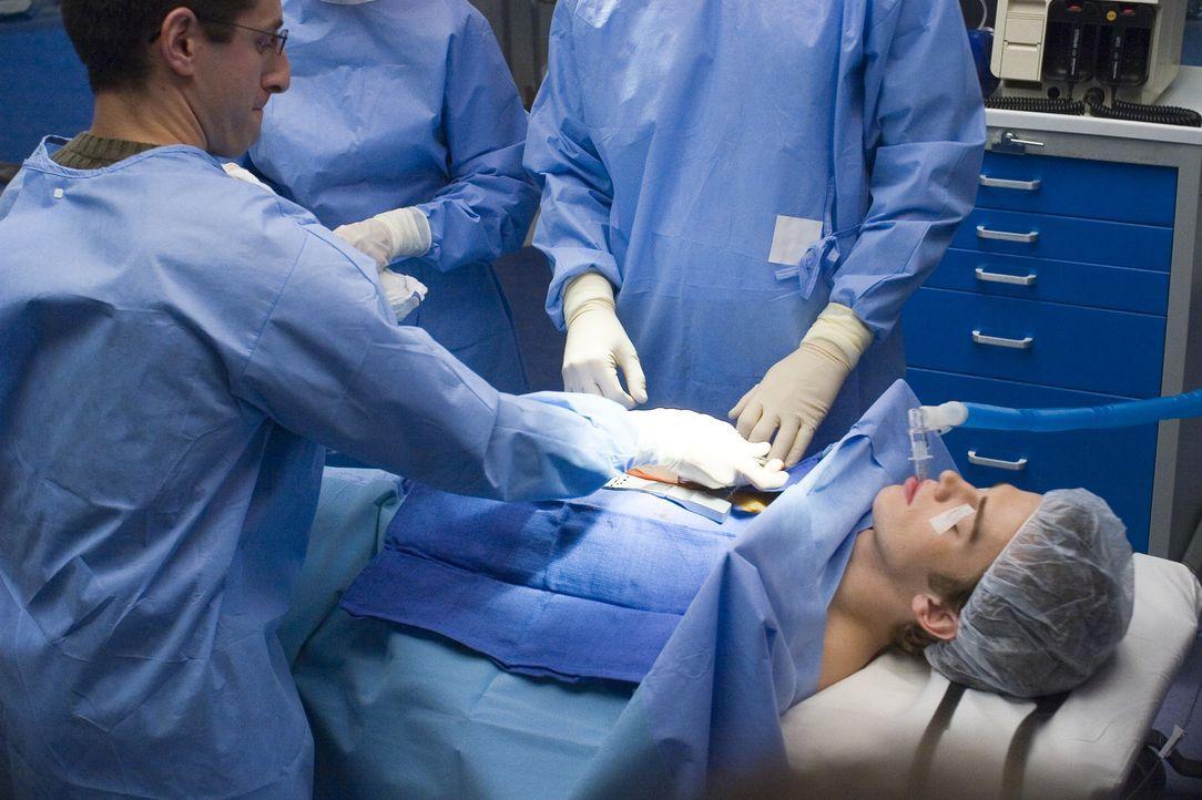 Während der Operation wird Konzernerbe Clay (Hayden Christensen) klar, dass die Vollnarkose offenbar ihren Zweck verfehlt hat. Doch das ist sein ge... - Bildquelle: The Weinstein Company