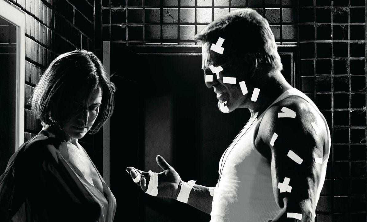 Seine Hände sind todbringende Waffen, viele Freunde hat Marv (Mickey Rourke, r.) nicht. Doch als die einzige Liebe seines Lebens ermordet wird, sch... - Bildquelle: Dimension Films