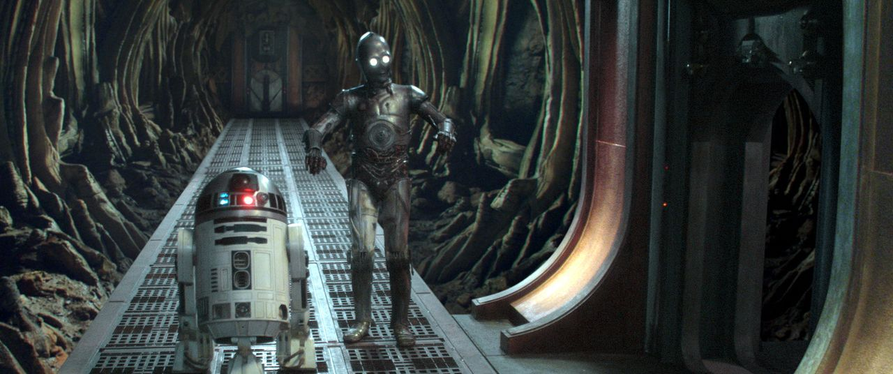 Riskieren Kopf und Kragen: R2-D2 (Kenny Baker, r.) und C-3PO (Anthony Daniels, l.) ... - Bildquelle: Lucasfilm Ltd. & TM. All Rights Reserved.