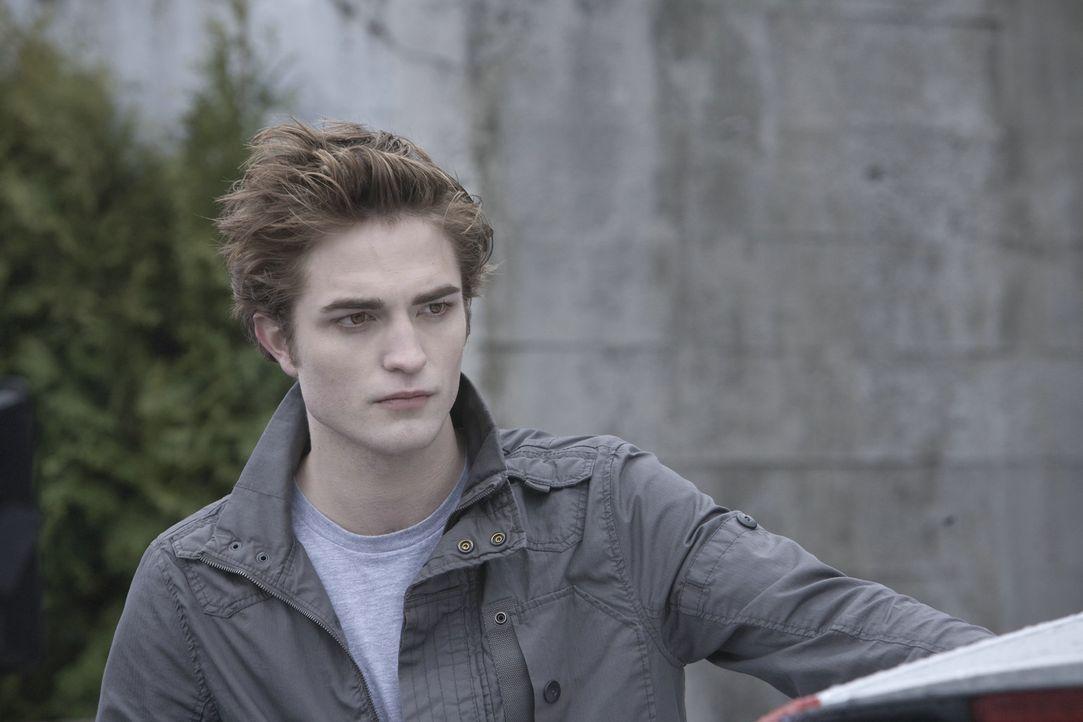 Niemand ahnt, dass Edward Cullen (Robert Pattinson) und seine Familie sozialisierte Vampire sind. Eines Tages verliebt sich der hübsche Blutsauger... - Bildquelle: 2008 Summit Entertainment, LLC All Rights Reserved