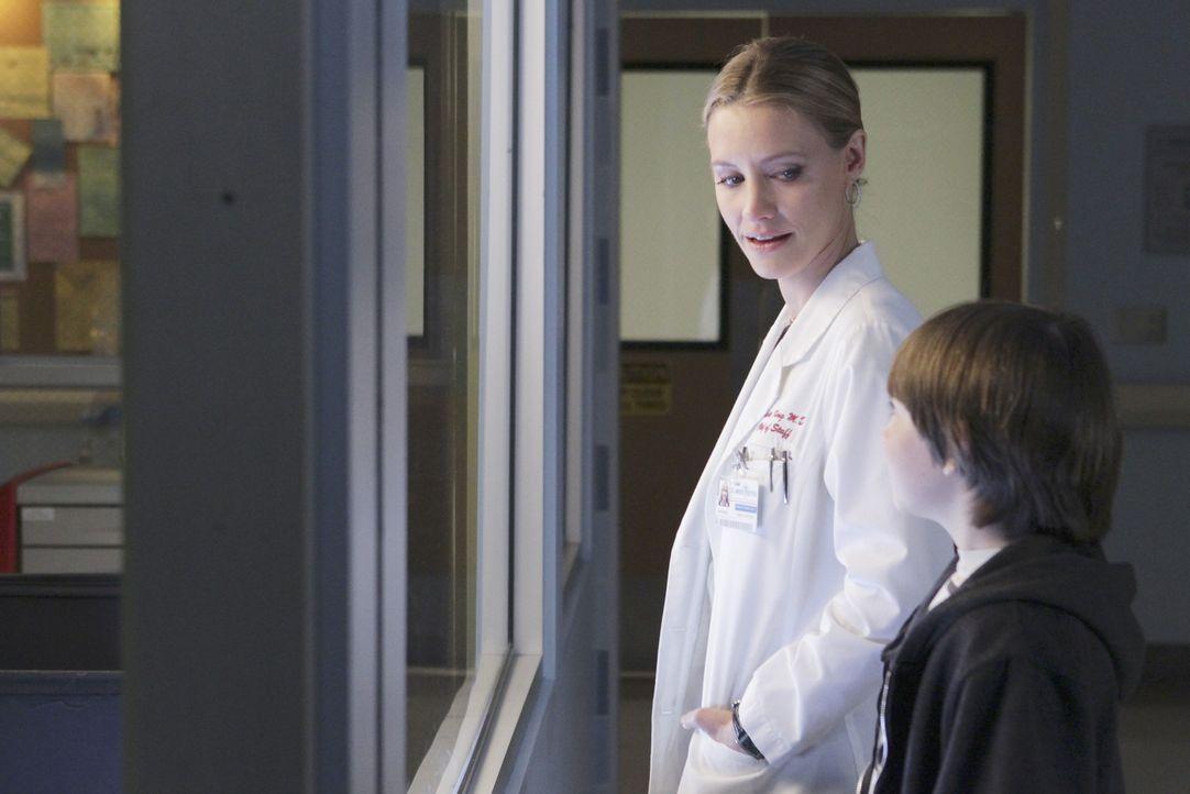 Finden durch die Situation vom Amelia wieder etwas zueinander: Mason (Griffin Gluck, r.) und Charlotte (KaDee Strickland, l.) ... - Bildquelle: ABC Studios