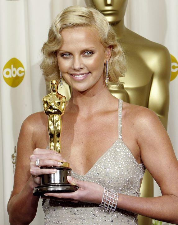 Beste-Hauptdarstellerin-2004-Charlize-Theron-AFP - Bildquelle: AFP