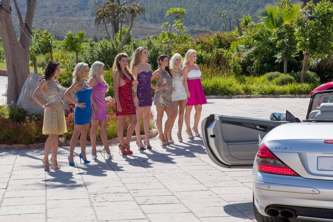 Sind gespannt, auf welche Männer sie treffen: (v.l.n.r.) Kamilla, Jacqueline, Martina, Pia, Julia, Siw, Kimberly und Anissa ... - Bildquelle: Charlie Sperring ProSieben